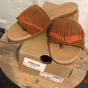 NIB UGG Binx Fringe Thong Sandal